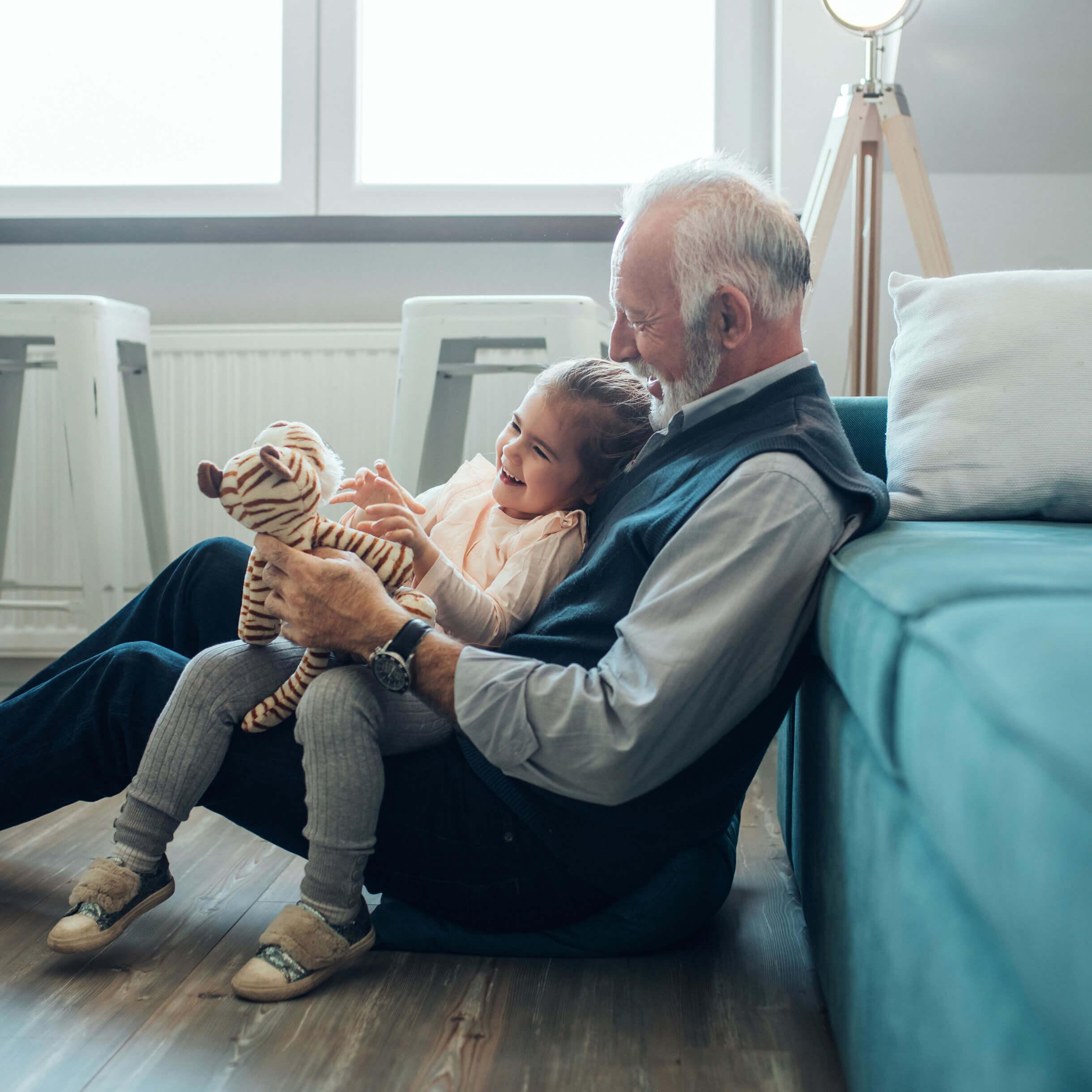 Großvater und Enkeltochter